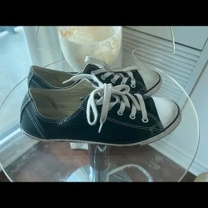 Gently worn Converse size 7.5